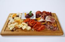 PLATE OF ITALIAN COLD CUTS AND CHEESE MIX