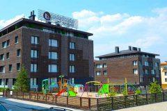 Фасада и детска площадка в Лъки Банско | Lucky Bansko