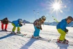 Деца на ски писта в Банско | Лъки Банско СПА & Релакс