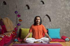 Апартхотел Лъки Банско СПА & Релакс   Снимка на Гуруто Пракаш в йога поза