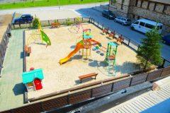 Апартхотел Лъки Банско СПА & Релакс | Детска площадка през хотела
