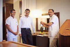 Lucky Bansko | Аюрведа Клиник индийски лекари