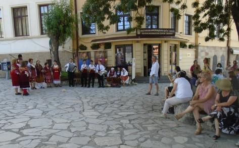 Traditional public performance in Bansko | Lucky Bansko