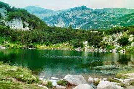 Όμορφη λίμνη στο βουνό Πίριν | Lucky Bansko SPA & Relax