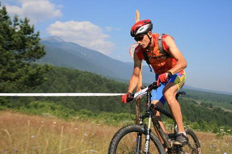 Ποδηλάτης στην εικόνα του βουνού | Lucky Bansko SPA & Relax