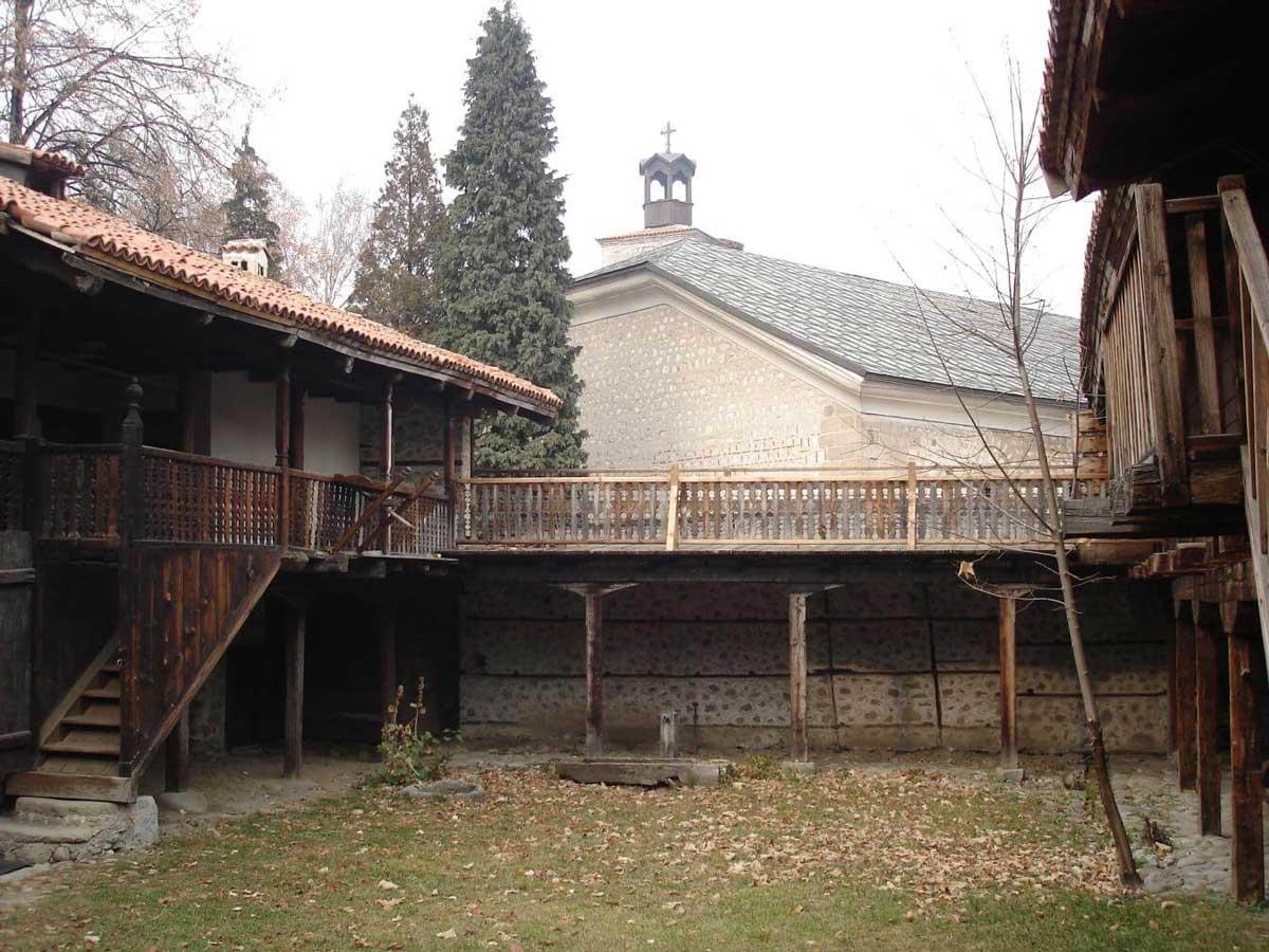 Neofit Rilski Museum yard | Lucky Bansko