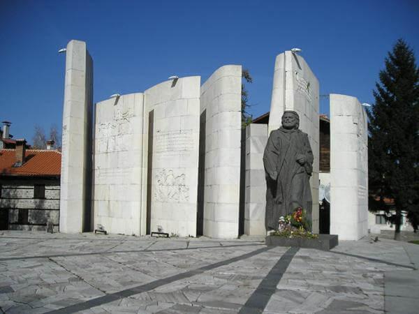 Памятник Паисию Хилендарскому