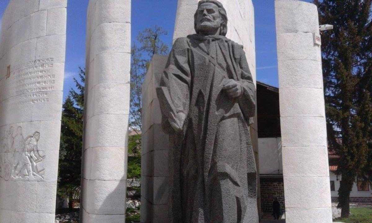 Памятник Паисии в Банско
