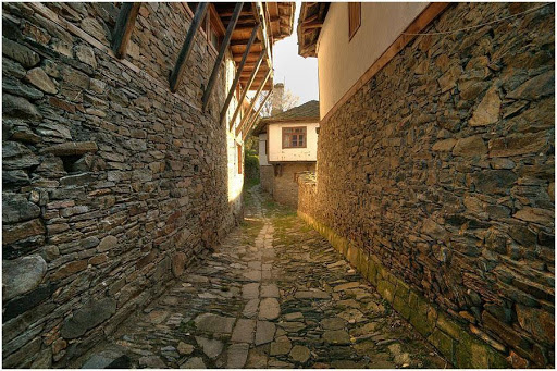 Kovachevitsa köyünde eski bir yol