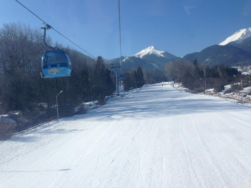 Ski run to the ski lift