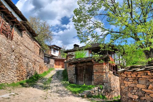 Leshten köyünde ev